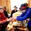 ЗГХЭГ-ын дарга Г.Занданшатар 100 нас сүүдэр зооглож буй Д.Норов гуайд хүндэтгэл үзүүлэн золголоо