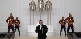 """Монгол бахархлын өдөр – Чингис хааны мэндэлсний 855 жилийн ойн өдрөөр Монгол Улсын төрийн дээд шагнал-тэргүүн зэргийн одон """"Чингис хаан"""" одонг Н.Түвшинбаярт гардуулж Монгол улсын Ерөнхийлөгч Х.Баттулгын хэлсэн үг"""